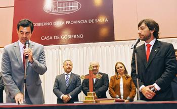 El gobernador de la provincia toma juramento al Ministro de Trabajo Eduardo Costello