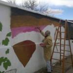 Miro Barraza pinta el 7º mural de Cafayate