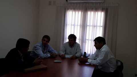 Otro momento de la reunión entre los legisladores y los funcionarios