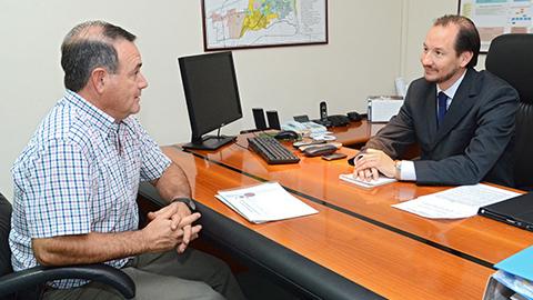 Osvaldo Domingo de Bodegas de Salta y el Ministro Saravia durante el encuentro