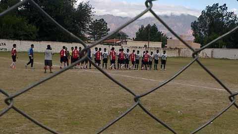 Inicio del partido entre Libertad y Animaná. /Foto gentileza Sportmedia Salta.
