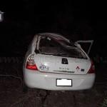 Murió un hombre al volcar su auto en La Viña