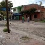 Municipalidad ausente: más vecinos arreglan las calles por su cuenta
