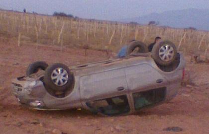 Estado en que quedó el Renault Clio tras volcar