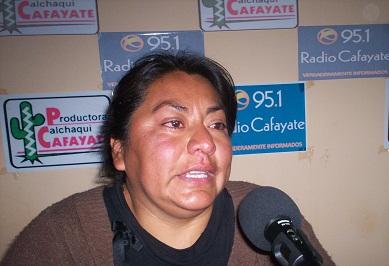 Carina Díaz en los estudios de Radio Cafayate
