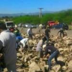 Saquearon un camión con vino que volcó en Ampascachi