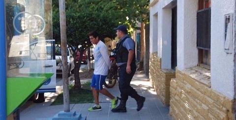 López es trasladado por la policía de Río Negro. Foto: Gentileza Miguel Parra