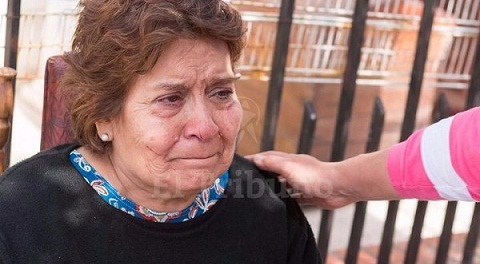 Hilda Carrizo asegura que dos jóvenes vecinos y la rápida llegada de los policías le salvaron la vida.  Foto: gentileza El Tribuno/Jan Touzeau