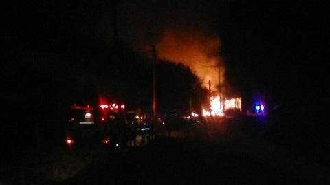 Imagen tomada a las 05:00 en  el incendio de la calle Miguel Hurtado.