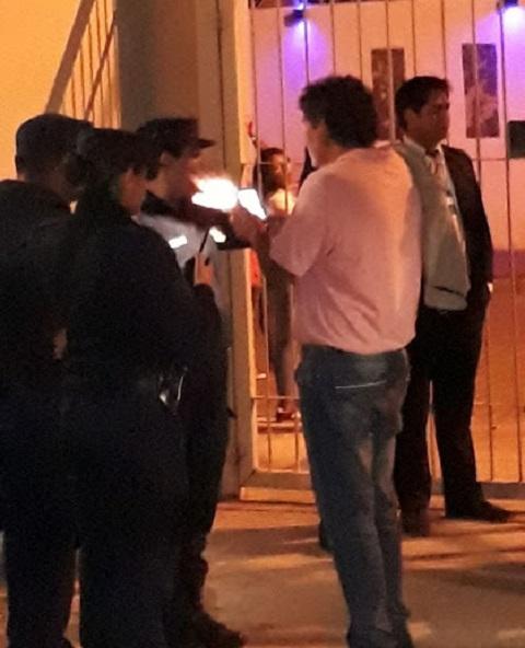 Roberto Vazquez filmó y sacó fotos a los policías en actitud amenazante